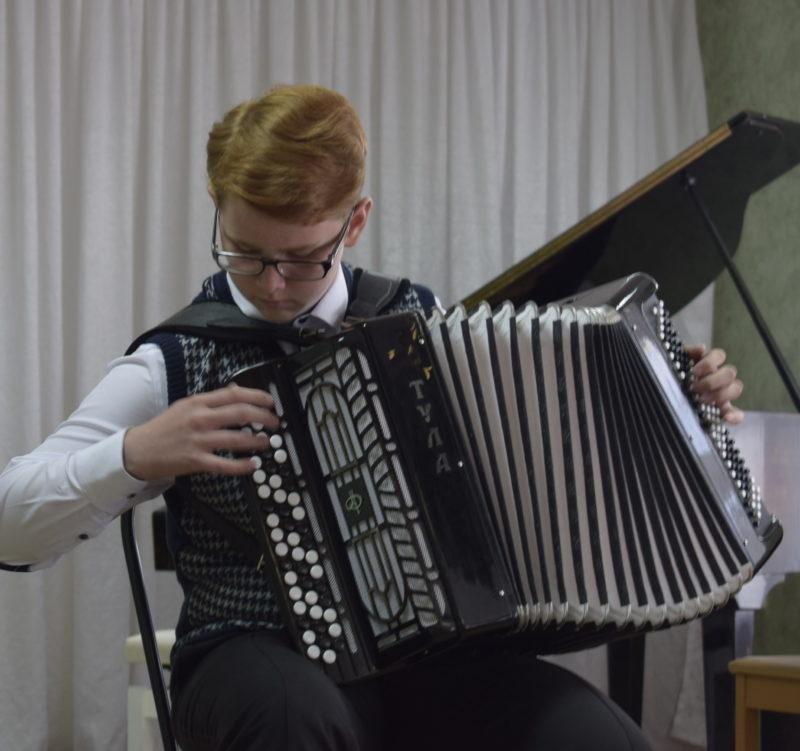 Данил Сталев из Славгорода исполнил лучшие песни из своего репертуара на форуме искусств в Тальменке
